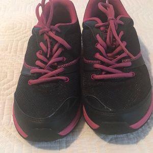 Vionic walking shoe